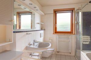 Ein OWNR Bungalow in Poppenbuettel Badezimmer